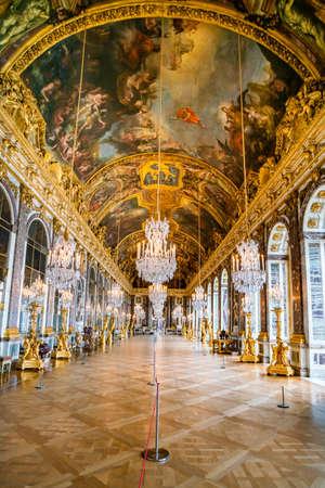 Versailles, Frankrijk - 14 februari 2018: Spiegelzaal in het paleis van Versailles Redactioneel