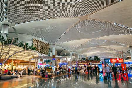 ISTANBUL, TÜRKEI, 02. AUGUST 2019: Innenansicht des neuen Flughafens Istanbul. Der neue Flughafen Istanbul ist der wichtigste internationale Flughafen in Istanbul, Türkei Standard-Bild