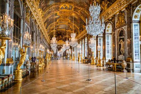 WERSAL, Francja - 14 lutego 2018: Sala Lustrzana w pałacu w Wersalu Publikacyjne