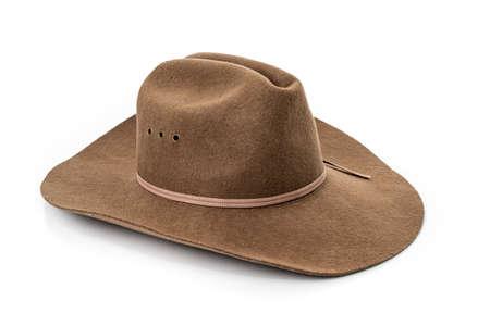 Primer plano de sombrero de vaquero aislado sobre un fondo blanco.