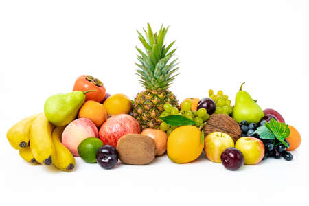 frutas tropicales aisladas sobre fondo blanco