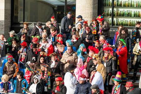 Colonia, Alemania - 12 de febrero: Personas en un carnaval en Colonia, Alemania, el 12 de febrero de 2018.El Carnaval de Colonia es un carnaval que tiene lugar cada año en Colonia.
