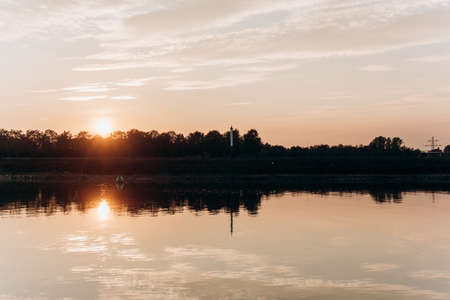 Sunset on the lake. Beautiful sunset on the lake. 免版税图像
