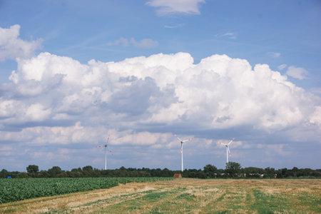 Windmills near the village. Windmills in the autumn field. 免版税图像