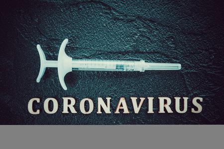 Coronavirus Vaccine Vial With Injection Syringe 免版税图像