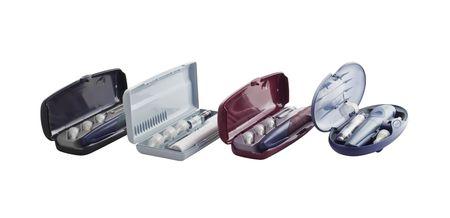 utiles de aseo personal: De cuatro plumas de insulina con los contenedores y agujas desechables