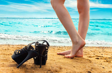 barefooted: Girls stands on a beach barefooted