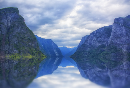 beautiful and dramatic Norway landscape with mountains and sea in fjord Zdjęcie Seryjne - 93399691