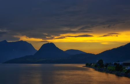 beautiful and dramatic Norway landscape with mountains and sea in fjord Zdjęcie Seryjne - 93399361
