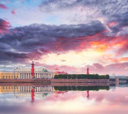 panoramic view of Saint-Petersburg (St.Petersburg) river scape at sunset. Spit of Vasilyevsky Island. Neva River. winter palace. Travel background Zdjęcie Seryjne - 93399132