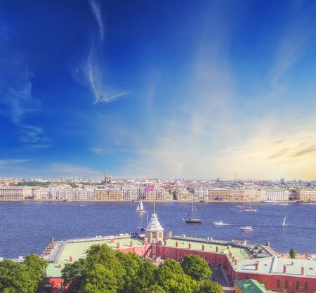 panoramic view of Saint-Petersburg (St.Petersburg) river scape at sunset. Spit of Vasilyevsky Island. Neva River. winter palace. Travel background Zdjęcie Seryjne - 93403392