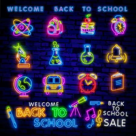 Torna a scuola benvenuto biglietto di auguri modello disegno vettoriale al neon. Design moderno di tendenza, l'insegna al neon di inizio anno scolastico. Ritorno a scuola per biglietto di auguri, poster di invito. Vettore Vettoriali