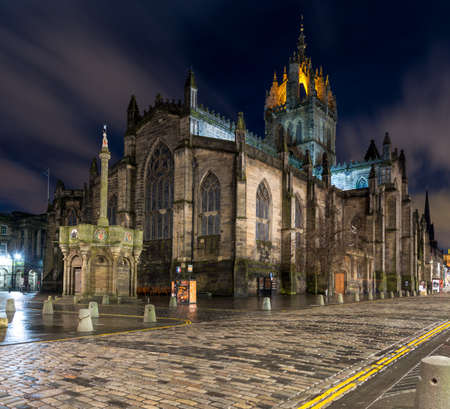 giles: St Giles Cathedral in Edinburghs old town Stock Photo