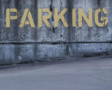 駐車禁止標識の黄色でセメントで塗られます。