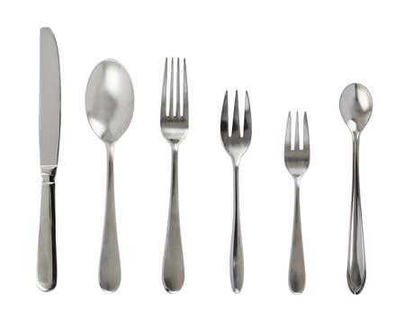 흰색 배경 위에 절연 철강 금속 테이블 칼 붙이 세트