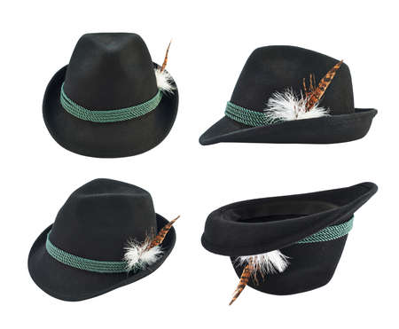 ruban noir: Fedora sombres comme chapeau avec un ruban vert et une plume isol� sur blanc, ensemble de quatre raccourcis