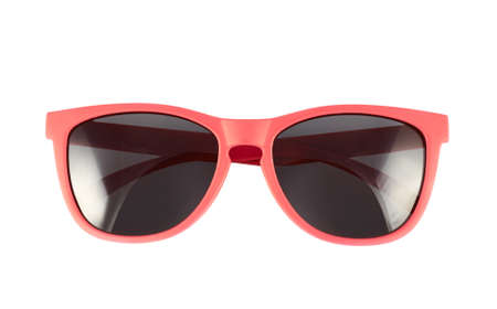 Rode zonnebril die over de witte achtergrond