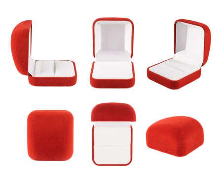 Rood fluwelen doos voor de ring, geà ¯ soleerd op de witte achtergrond, set van zes foreshortenings