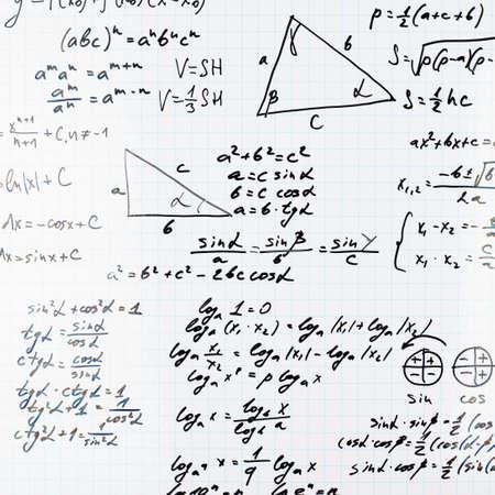 Kwadraat vel papier gevuld met trigonometrie wiskundige vergelijkingen en formules als achtergrond samenstelling Stockfoto