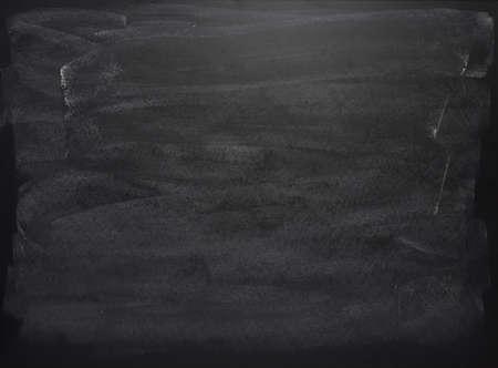 Schwarzes Brett mit den Spuren der Kreide über seine Oberfläche als Hintergrund-Textur