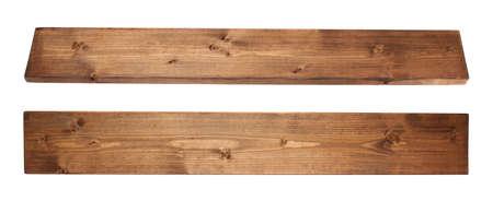Tablero de tablero de madera de pino recubierto de pintura marrón aislado sobre el fondo blanco, conjunto de dos escorzos Foto de archivo