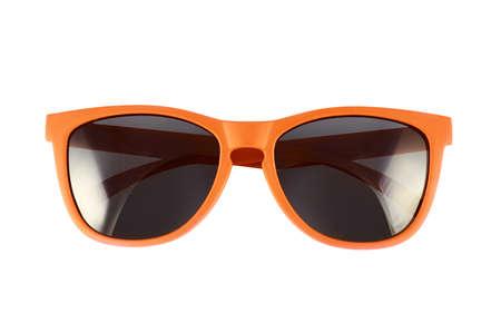 Oranje zonnebril die over de witte achtergrond Stockfoto