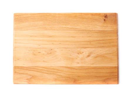 Tabla de cortar de madera de pino a estrenar no utilizada aislada sobre el fondo blanco, vista superior por encima del escorzo