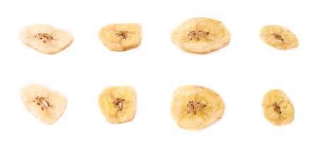 banane: Ensemble de plusieurs tranches de banane s�ch�es collations isol�s sur le fond blanc