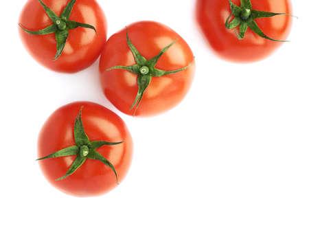 jitomates: Pila de varios tomates rojos maduros aislados sobre el blanco como una composici�n copyspace fondo Foto de archivo