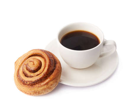 cinnamon swirl: Cup of coffee and cinnamon roll bun pastry composition isolated over the white background
