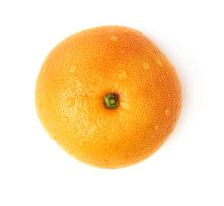 Frische saftige reife Grapefruit mit den mehrfachen Wassertropfen, isoliert über dem weißen Hintergrund, Ansicht von oben
