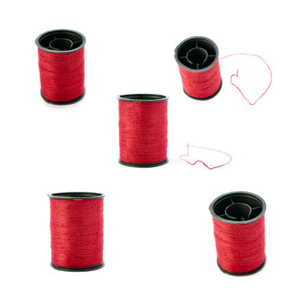 hilo rojo: Set of Spool of red thread isolated over the white background