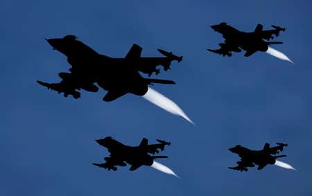 Abbildung der Bomber Flugzeug in Silhouette mit einem weißen Abgas hinter über Nachthimmel