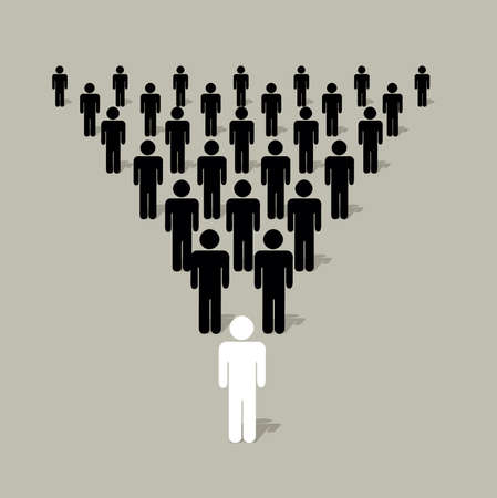 piramidalnej struktury z ludzi silhouettes z liderem z przodu drugiej
