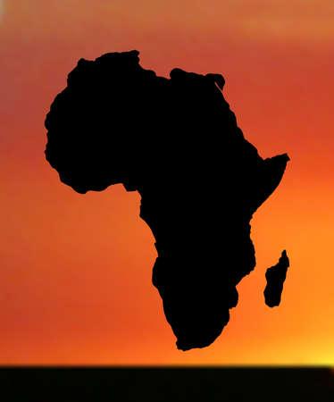 siluetas de elefantes: ilustraci�n de mapa de �frica en puesta de sol Vectores
