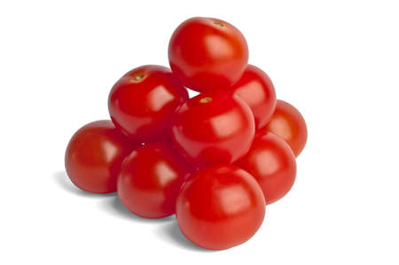 piramide alimenticia: pir�mide est� construida de peque�os tomates rojos aislados