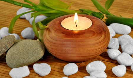 PHOTO WOODEN CANDLE WHITE STONES FOR SPA Banco de Imagens