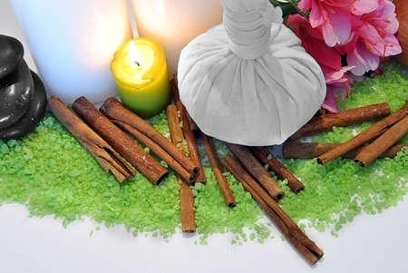 sachets: objetos tales como aceites de masaje de piedras, bolsitas perfumadas, etc