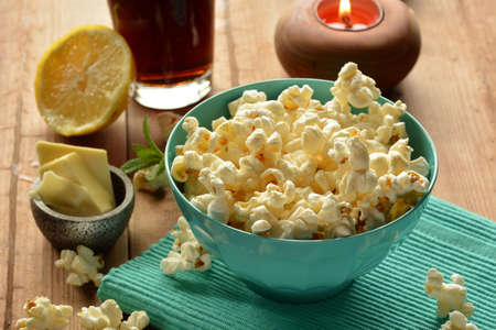 popcorn bowls: popcorn with butter and salt accompanied by cola Stock Photo