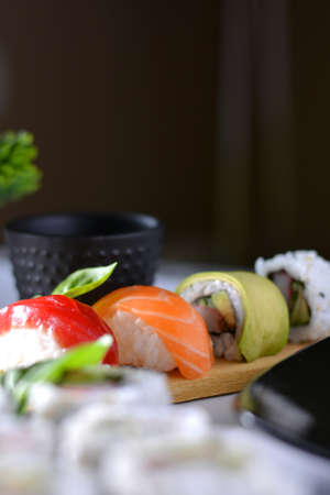 atun rojo: dish with various types of sushi, some of bluefin tuna and other salmon