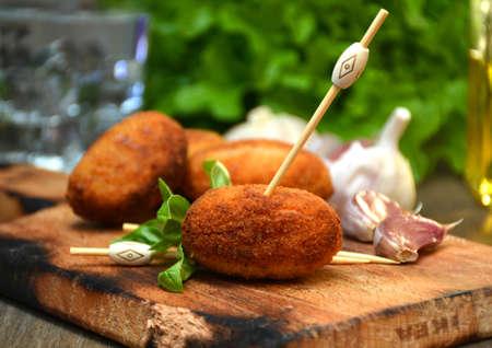 ハム、典型的なスペイン料理の自家製コロッケの完全版