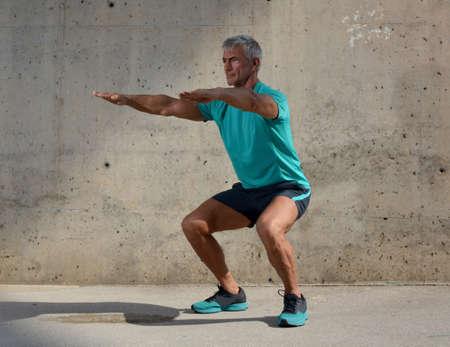 Elderly man practicing sports on the street Stockfoto