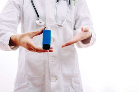 Doctor prescribing a medication for respiratory problems such as asthma. Stockfoto - 129829675