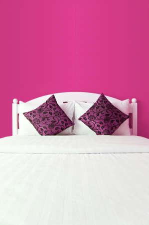 interni casa: Camera da letto rosa in una casa moderna - interni casa