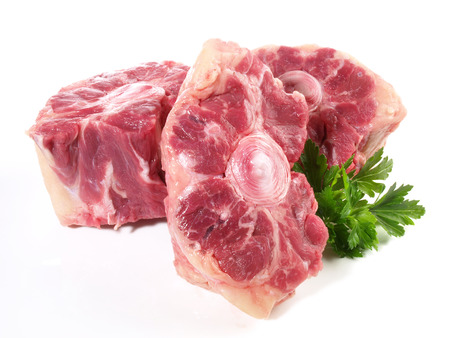 Morceaux de queue de bœuf crus