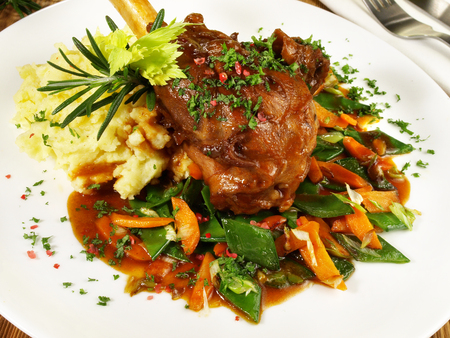 Braised Lamb Shank with Vegetables and mashed Potatoes