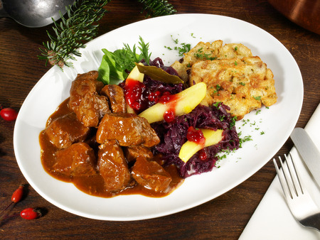 Deer Ragout with red Cabbage and Cranberries Zdjęcie Seryjne