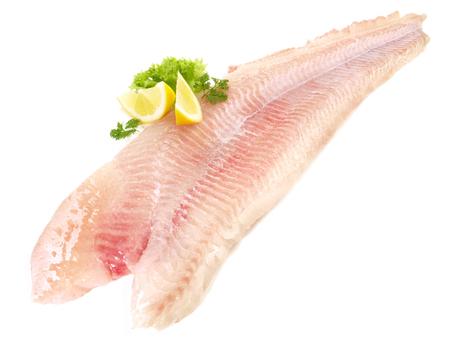 Filetto di pesce gatto su sfondo bianco