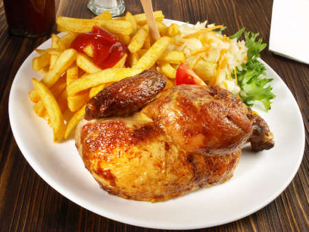 Grilled Chicken with French Fries and Coleslaw Salad Stockfoto