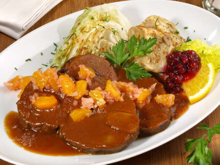 Roasted Deer with Cranberries and Apricots 版權商用圖片 - 168232603